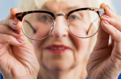 Aging causes deteriorating eye-sight! 7 signs of deteriorating eye-sight